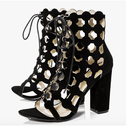 chaussures à talon peep toe boohoo pour la paris fashion week