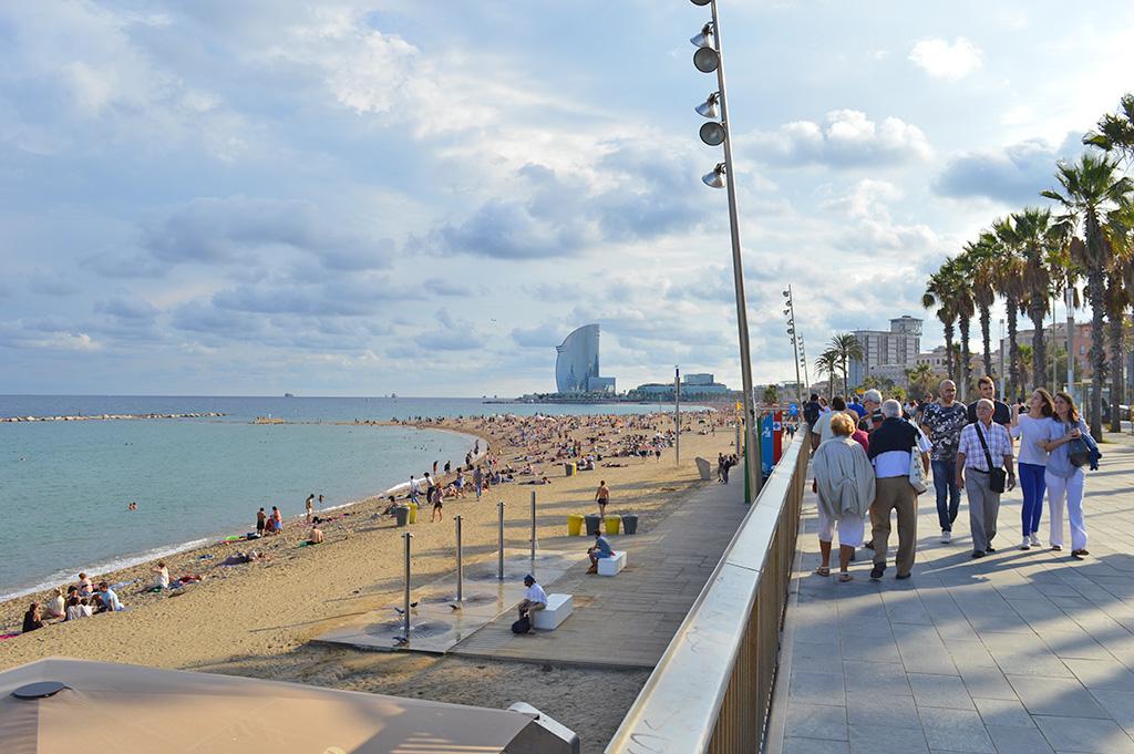 promenade sur la plage de barceloneta