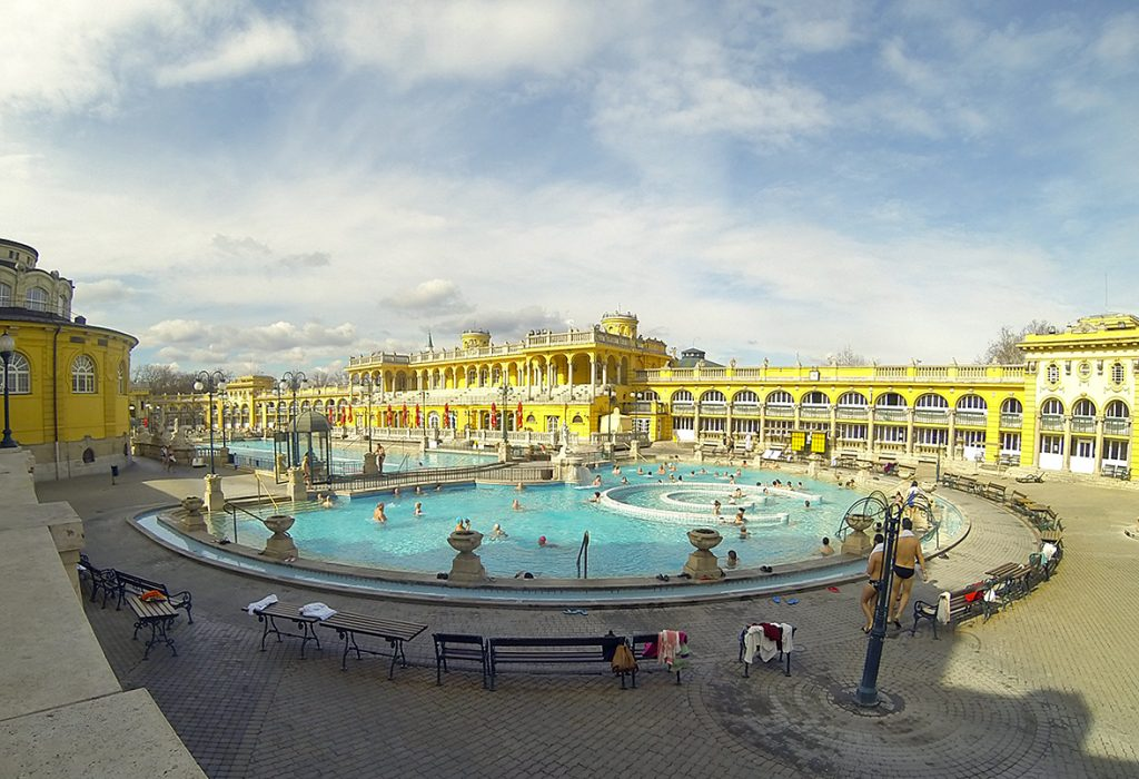 bains thermaux szechenyi a budapest en hongrie