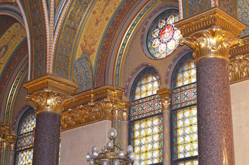 interieur du parlement hongrois a budapest