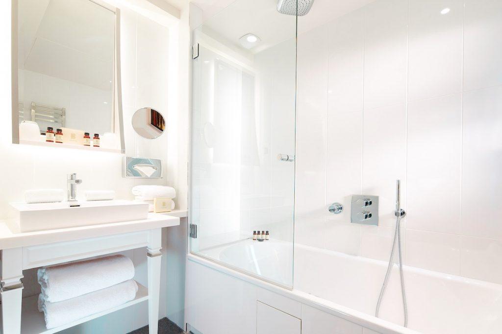 hotel-baume-salle-bain