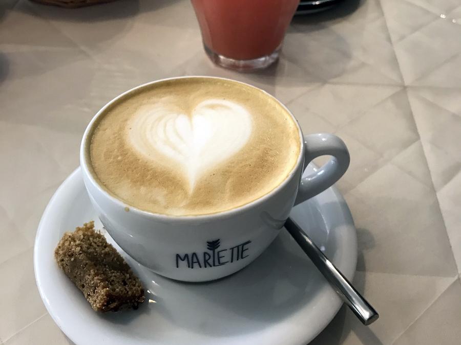 capuccino au cafe marlette