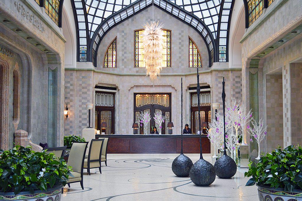 hall d'entree du four seasons hotel a budapest en hongrie